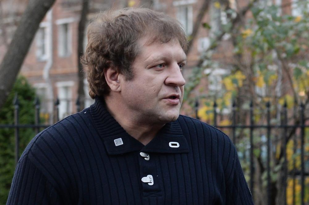 Александр Емельяненко устроил скандал ваэропорту, опоздав нарейс вГрозный