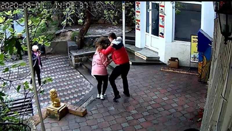 Тренер по ММА избил продавщицу в Крыму - Karate.ru | Новости