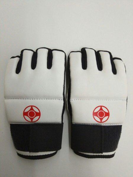 перчатки накладки на руки киокушинкай