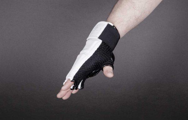 PBFSSTIKW Перчатки для каратэ белые