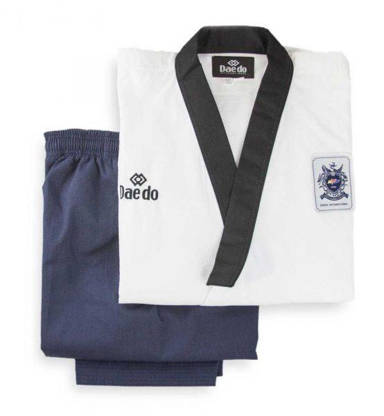 TA3014 Форма для тхэквондо Poomsae Dan Male пхумсэ Дан мужское бело-синий Daedo